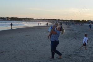 Holding_Lids_beach_H20mark